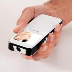 Представлений компактний проектор з можливостями відеокамери, фотоапарата і медіаплеєра